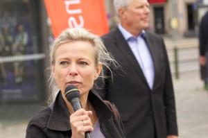 Bild: Vänsterpartiet Göteborgs vice ordförande Grith Fjeldmose på torgmöte mot EU