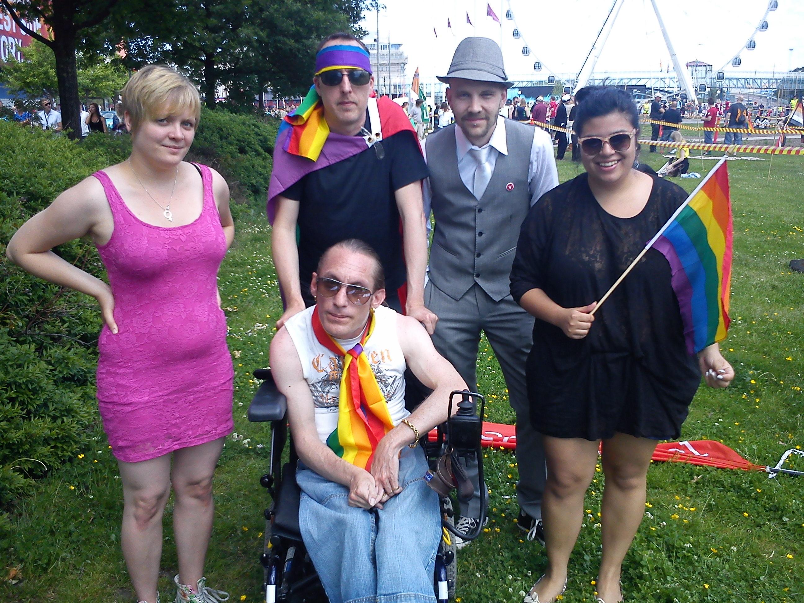 Bild: vänsterpartister på HBTQ-festivalen