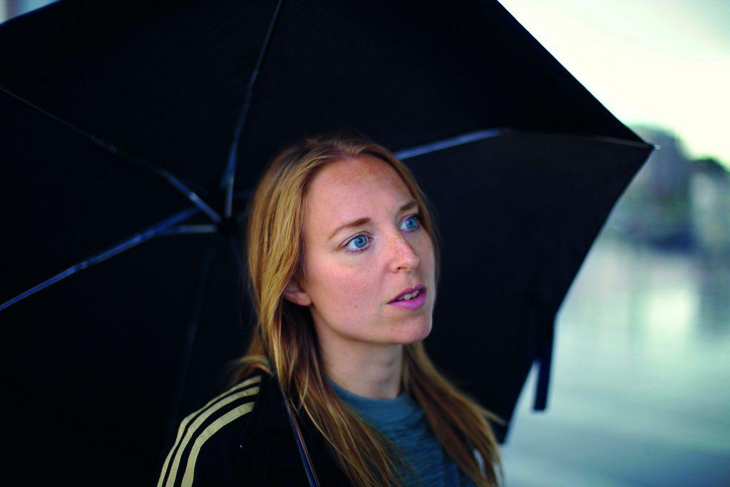 Amanda Kappelmark med paraply
