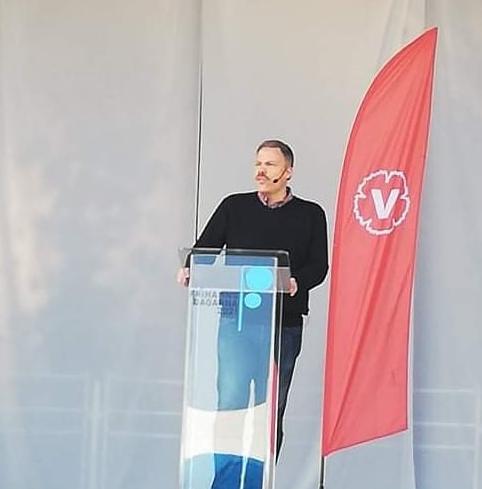 Daniel Bernmar under sitt tal på Frihamnsdagarna 2021