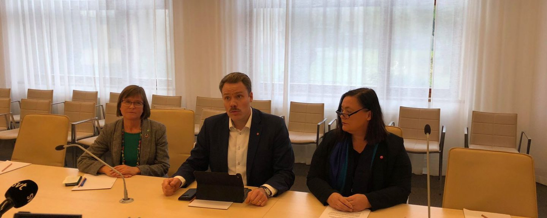Daniel Bernmar, Karin Pleijel och Stina Svensson på gemensam pressträff