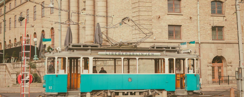 Lisebergsvagnen åker förbi centralstationen