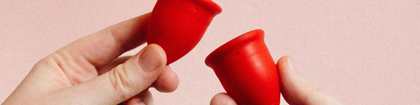 Bild på två röda menskoppar